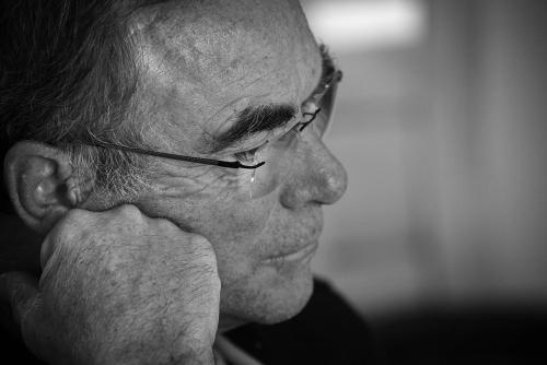 Bernard Hinault, concentré, durant les entretiens qui ont suivi le tournage.